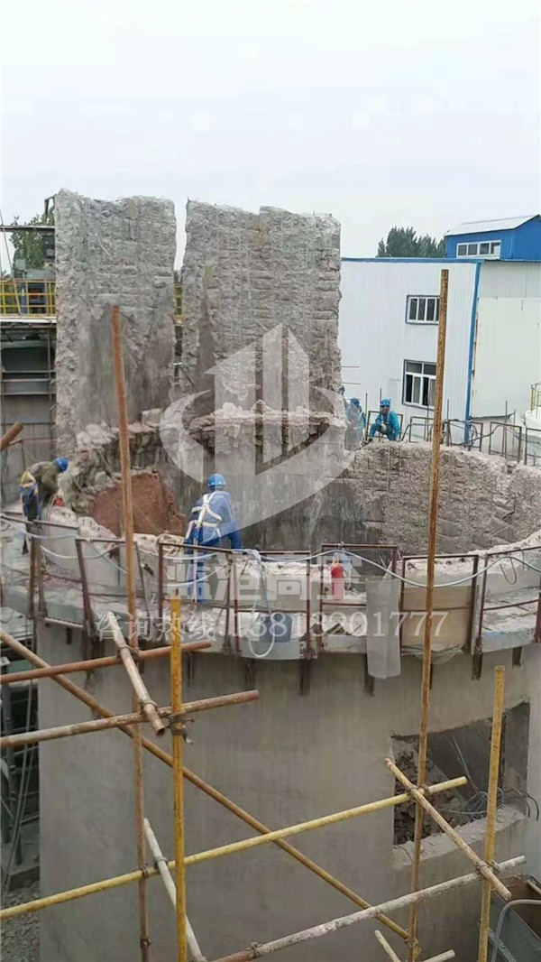 水泥烟囱拆除